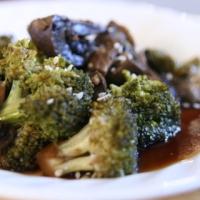 ברוקולי ופטריות בניחוח אסייתי בסיר לבישול איטי