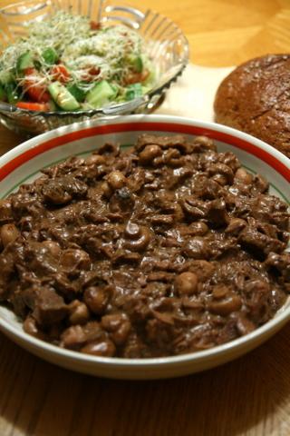 בקר בפטריות בסיר לבישול איטי