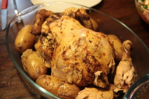 עוף שלם בסיר לבישול איטי